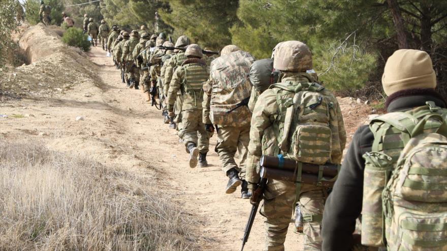 Soldados turcos desplegados en cerca de la ciudad de Al-Azas (norte de Siria), 22 de enero de 2018.