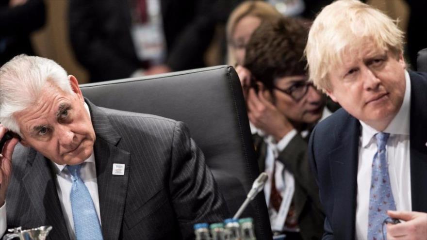 El canciller británico, Boris Johnson (dcha.), se reúne con su homólogo estadounidense, Rex Tillerson, en Alemania, 16 de febrero de 2017.