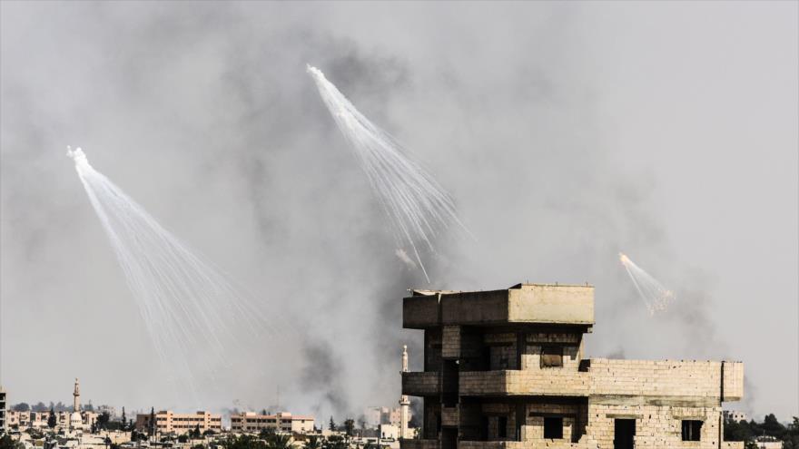 Ataques aéreos llevados a cabo por la coalición anti-Daesh liderada por Estados Unidos en Al-Raqa, norte de Siria, 17 de julio de 2017.