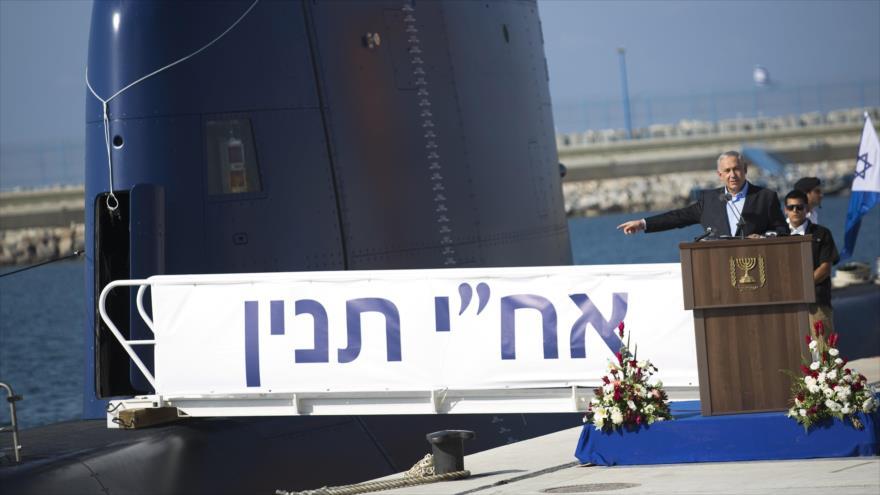 El primer ministro del regimen israelí, Benyamin Netanyahu, durante una visita a un submarino de fabricación alemana, septiembre de 2014.