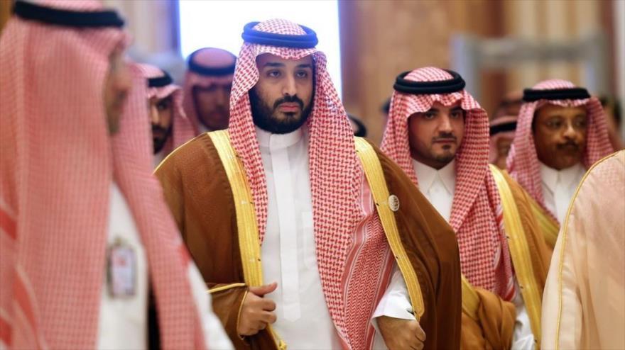 El príncipe heredero saudí, Mohamad Bin Salman (centro), y otros príncipes.
