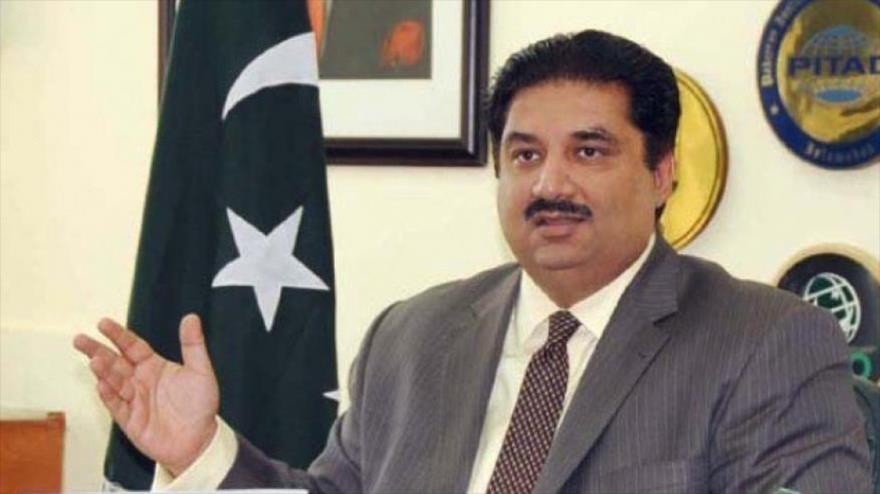 El ministro de de Defensa paquistaní, Jorram Dastgir Jan, durante una conferencia de prensa, 10 de noviembre de 2017.