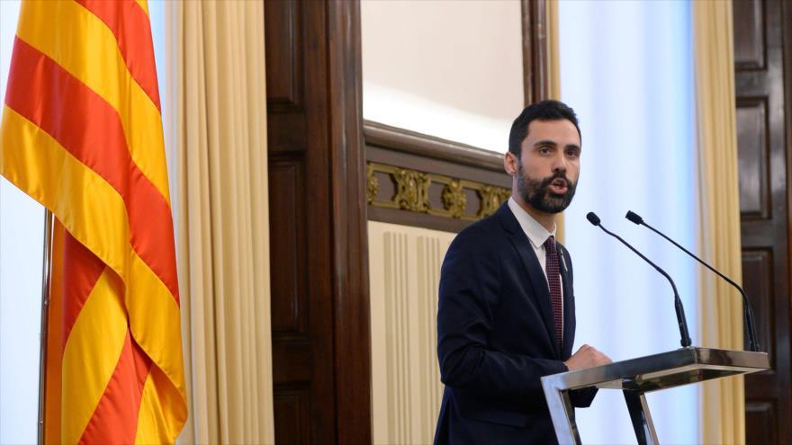El presidente del Parlament catalán, Roger Torrent, ofrece una rueda de prensa en Barcelona, 30 de enero de 2018.