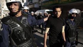 Bahréin condena a muerte a dos activistas y encarcela a otros 56