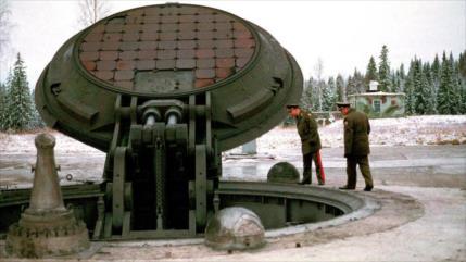 Senadores de EEUU urgen diálogo por temor al arsenal nuclear ruso