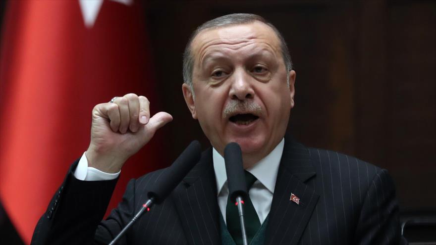 El presidente turco, Recep Tayyip Erdogan, pronuncia un discurso durante la reunión parlamentaria de su partido en Ankara, 6 de marzo de 2018.
