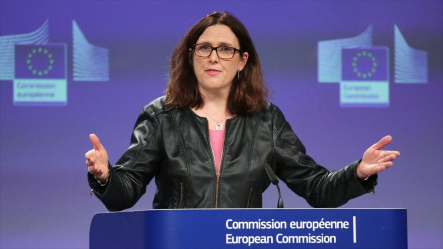 La comisaria de comercio de la UE, Cecilia Malmstrom, da una conferencia de prensa en Bruselas, 7 de marzo de 2018.