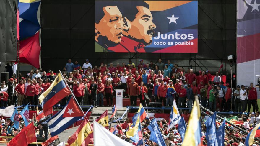 El presidente venezolano, Nicolás Maduro, en un mitin político habla para sus seguidores.