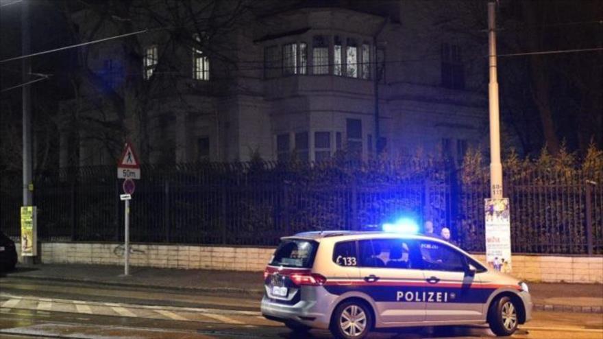 La Policía responde al ataque frente a la residencia del embajador iraní en Viena, Austria, 12 de marzo de 2018.