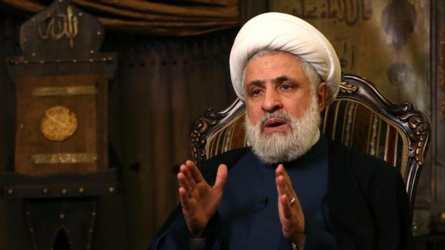 El vicesecretario general del Movimiento de la Resistencia Islámica de El Líbano (Hezbolá), el sheij Naim Qasem, durante una entrevista, 8 de enero de 2018.