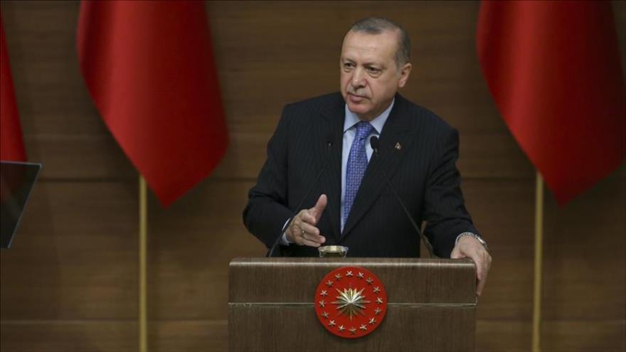 El presidente de Turquía, Recep Tayyip Erdogan, ofrece un discurso en la sede presidencial en Ankara, 14 de marzo de 2018.