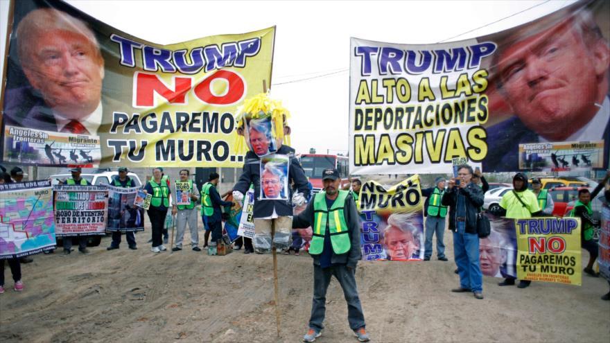 Residentes de Tijuana se burlan del muro fronterizo de Trump