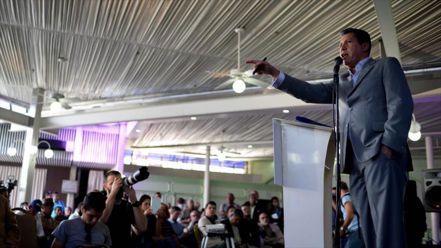 El candidato opositor venezolano en las elecciones presidenciales, Henri Falcón, ofrece una rueda de prensa en Caracas, 9 de marzo de 2018.