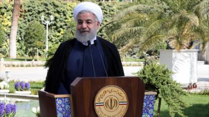 Presidente iraní alaba la mejoría en sectores económicos del país