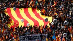 Miles de antiindependentistas catalanes reclaman 'sensatez'