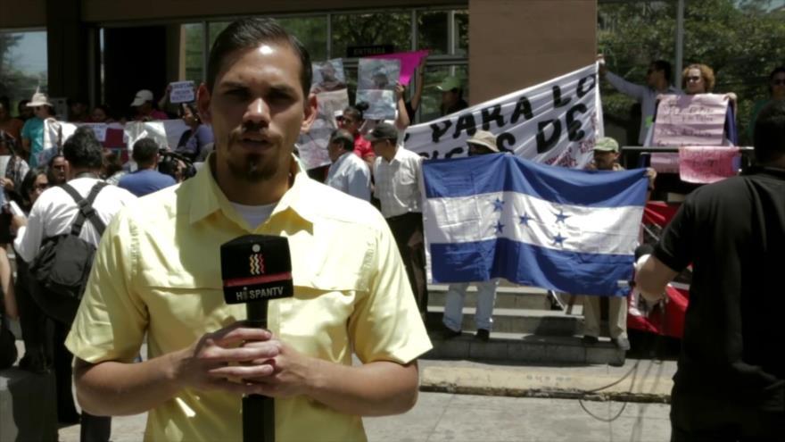 Hondureños realizan un plantón contra Gobierno de Hernández