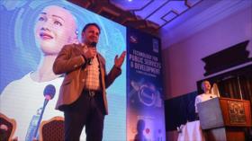 El robot Sofía da conferencia sobre tecnología en Nepal
