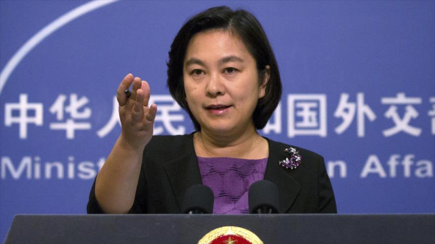 La portavoz de la Cancillería china, Hua Chunying, ofrece una conferencia de prensa.