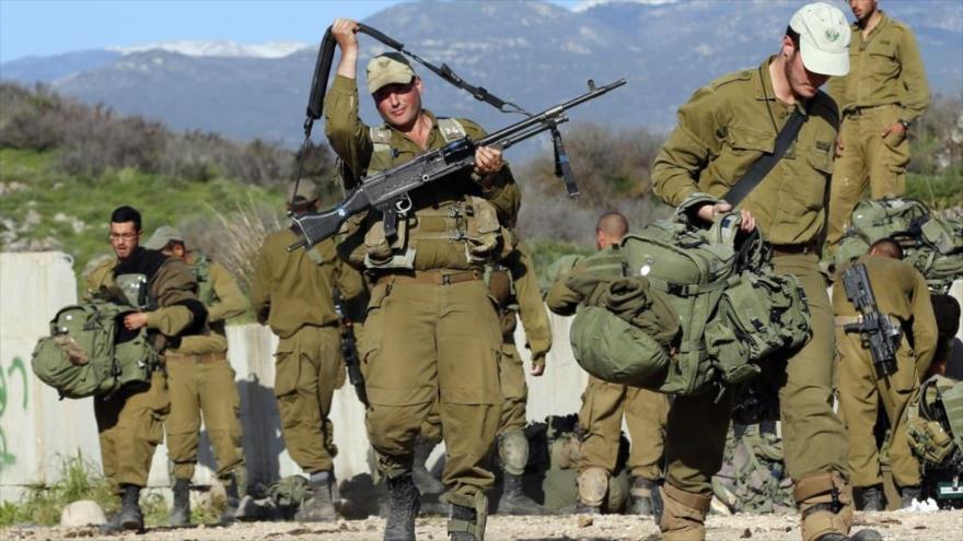 Soldados del ejército del régimen de Israel en la frontera entre los territorios ocupados palestinos y El Líbano.