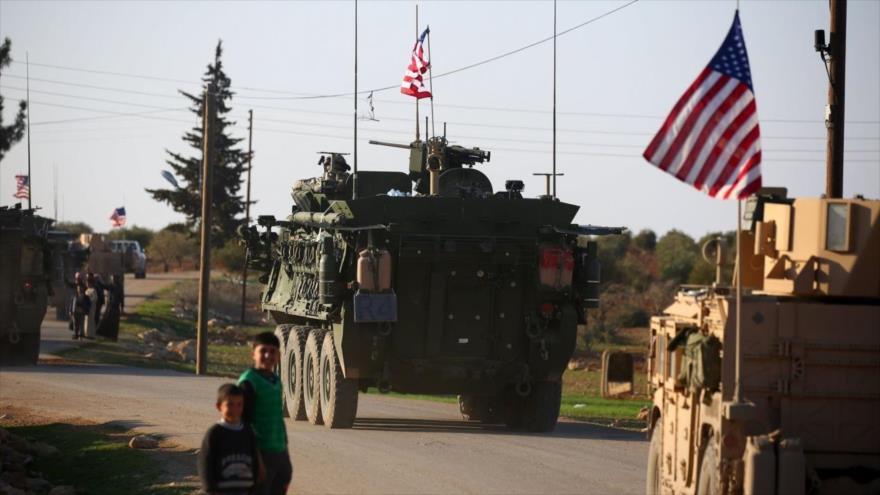 Vehículos blindados de EE.UU. entran en Siria.