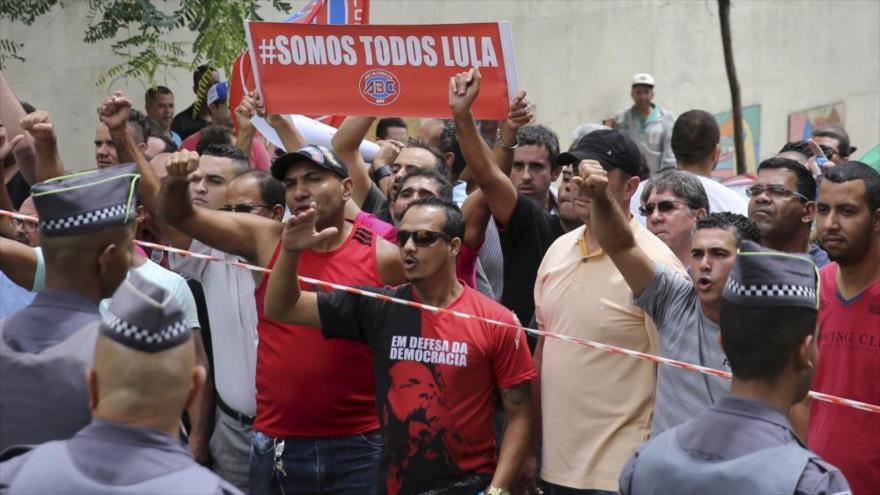 Miles de brasileños se movilizan a favor de la libertad de Lula