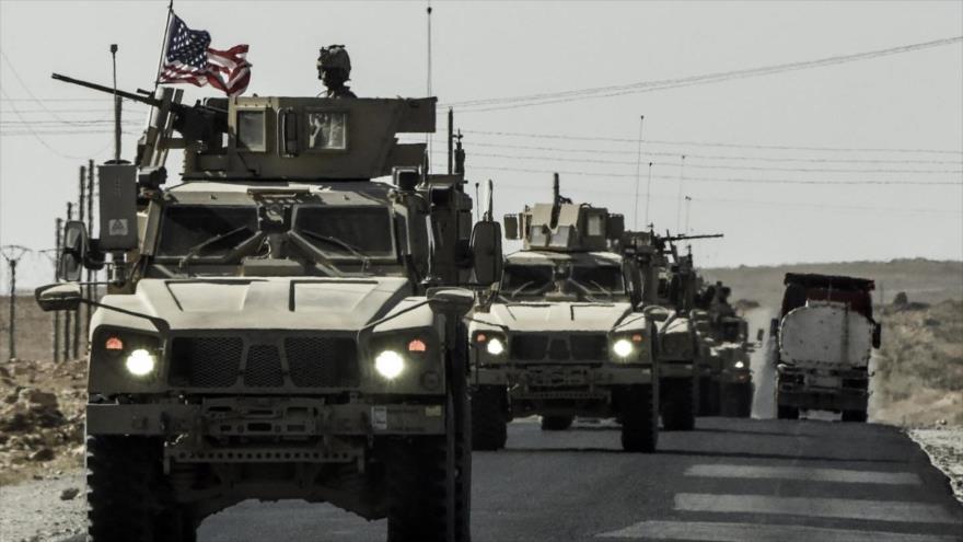 Tropas estadounidenses a bordo de vehículos blindados en la ciudad siria de Kobani (norte).