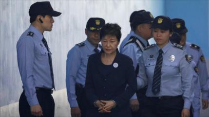 Tribunal surcoreano condena a expresidenta a 24 años de cárcel