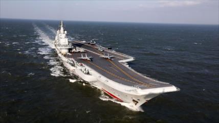 China enseña músculo a EEUU con una gran maniobra naval