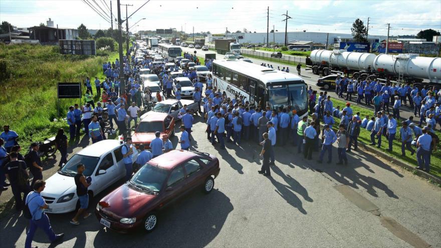 Seguidores de Lula impiden que se entregue a la Policía