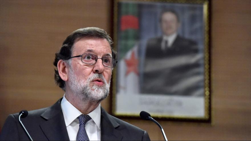 El presidente del Gobierno español, Mariano Rajoy, habla durante una conferencia de prensa en Argelia, 3 de abril de 2018.