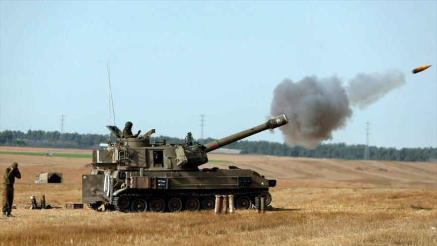 Tanque israelí lanza cohetes contra las zonas fronterizas de la Franja de Gaza.