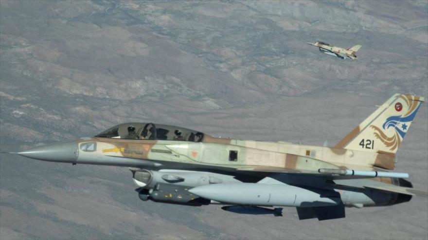 Un avión de combate israelí F-16 durante un ejercicio militar en 2009.