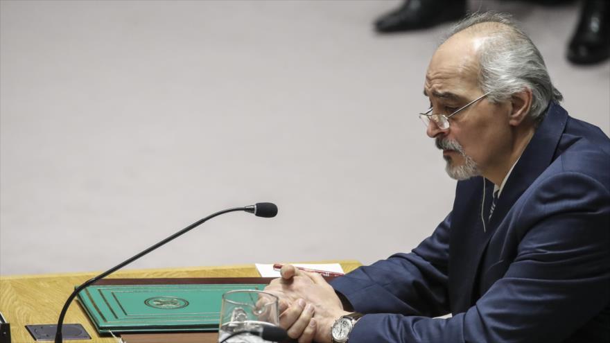 El embajador sirio ante la Organización de Naciones Unidas (ONU), Bashar al-Yafari, habla en el Consejo de Seguridad, Nueva York, 9 de abril de 2018.