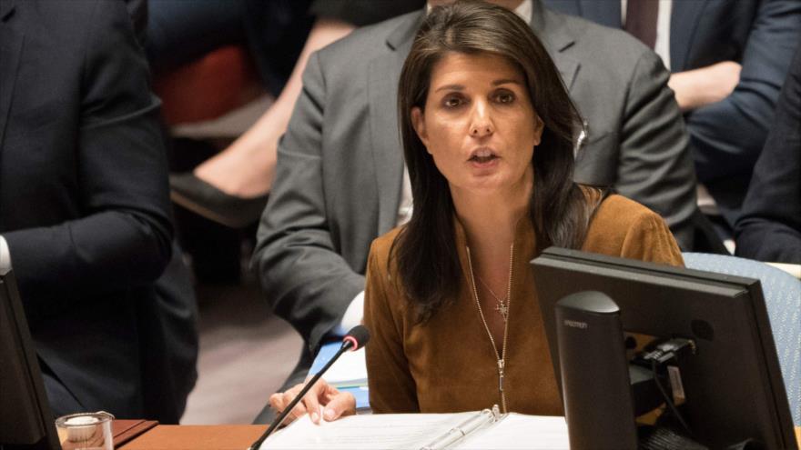 La embajadora de EE.UU. ante la ONU, Nikki Haley, habla durante una reunión urgente del Consejo de Seguridad de las Naciones Unidas, 9 de abril de 2018.