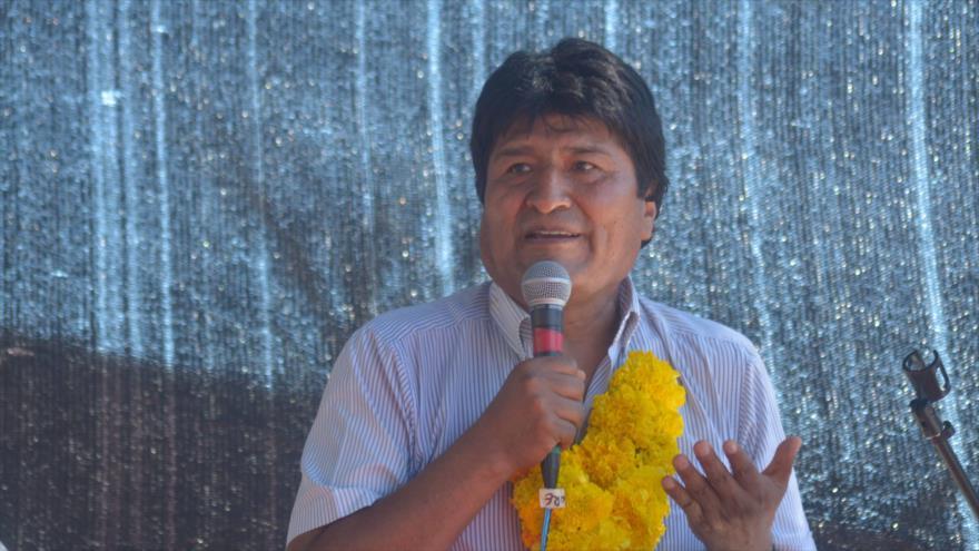 El presidente de Bolivia, Evo Morales, habla durante la entrega de la Sede de central Obrera en Tarija, 10 de abril de 2018.
