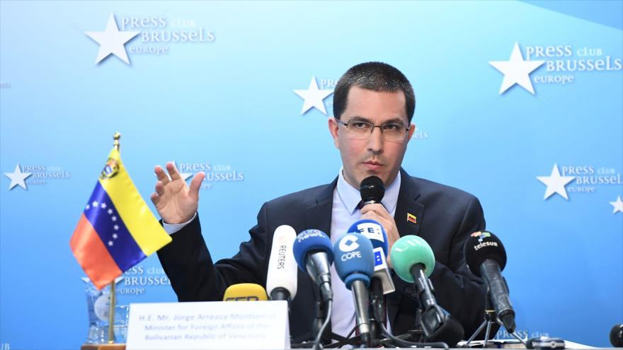 El ministro de Exteriores de Venezuela, Jorge Arreaza, habla en una rueda de prensa en Bruselas (capital belga), 11 de abril de 2018.