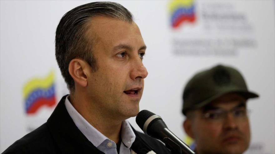 El vicepresidente de Venezuela, Tareck El Aissami, habla en una rueda de prensa en Caracas (capital venezolana), 6 de abril de 2017.