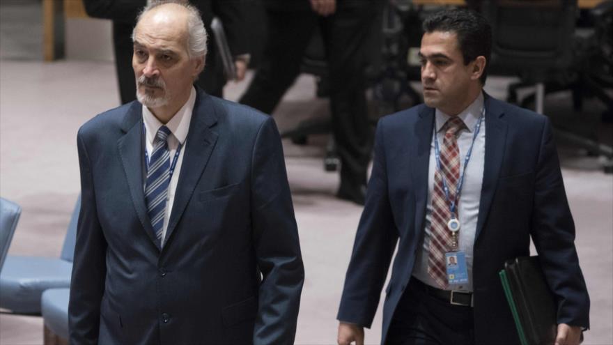 El embajador de Siria ante la Organización de Naciones Unidas (ONU), Bashar al-Yafari (izda.), 9 de abril de 2018.
