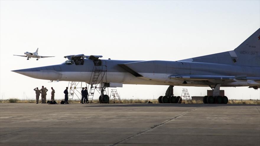 Un bombardero estratégico Tupolev Tu-22M3 de las Fuerzas Aeroespaciales de Rusia desplegado en Irán, 15 de agosto de 2016.