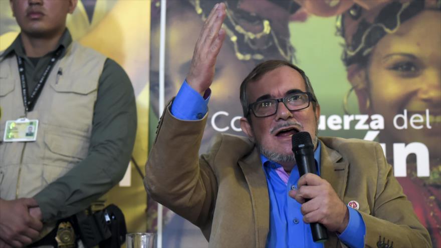 El líder de la exguerrilla FARC, Rodrigo Londoño Echeverri, alias 'Timochenko', habla durante una conferencia de prensa, 28 de febrero de 2018.