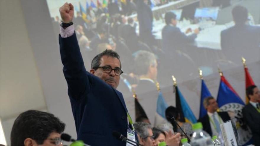 El representante de Cuba ante la VIII Cumbre de las Américas en Lima (la capital de Perú), Juan Antonio Fernández, 13 de abril de 2018.