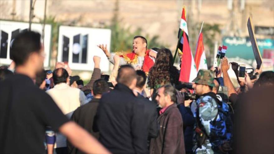 Sirios protestan contra bombardeo de EEUU y sus aliados