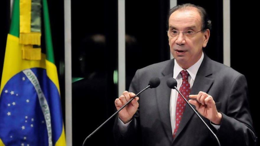 El canciller brasileño, Aloysio Nunes Ferreira, ofrece una rueda de prensa.