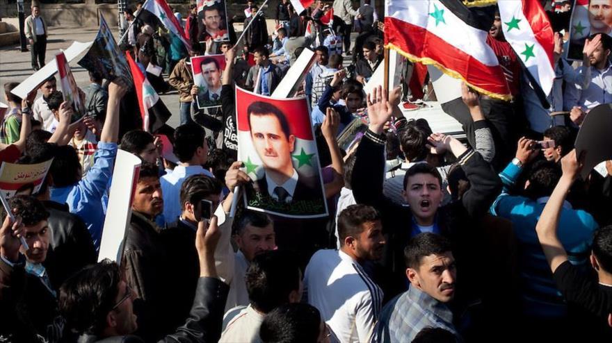 Video: Sirios de Al-Raqa apoyan a Al-Asad y piden salida de EEUU