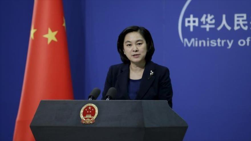 La portavoz de la Cancillería china, Hua Chunying, ofrece una rueda de prensa.
