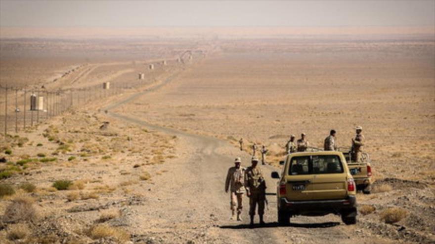 Fuerzas iraníes vigilan la frontera con Paquistán.