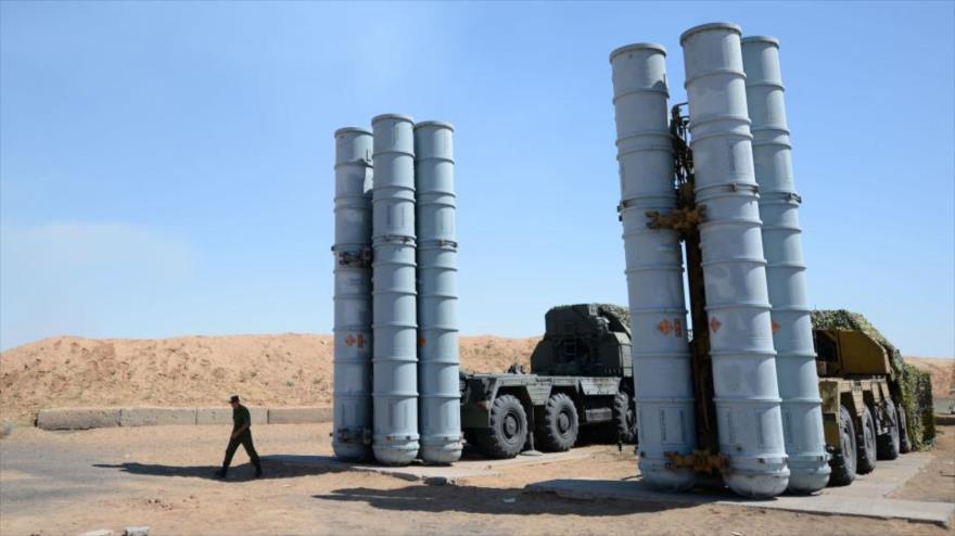 Sistemas de defensa aérea S-300, de fabricación rusa.