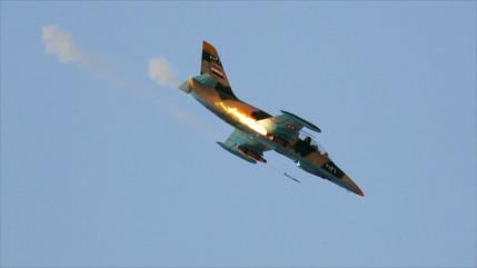 Cazas sirios bombardean centros de Daesh cerca de Damasco