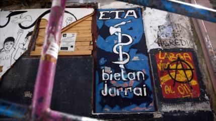 ETA pide 'perdón' y admite daño causado antes de disolverse