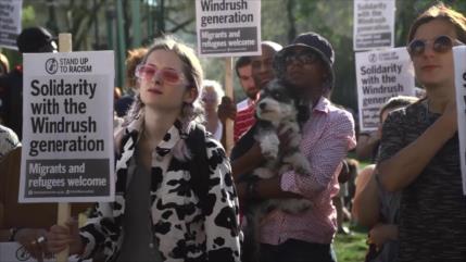 Londres intenta cubrirse las espaldas en escándalo de Windrush